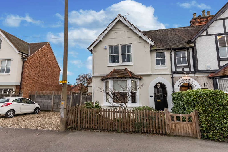 4 Bedrooms Semi Detached House for sale in Station Road, Loughton