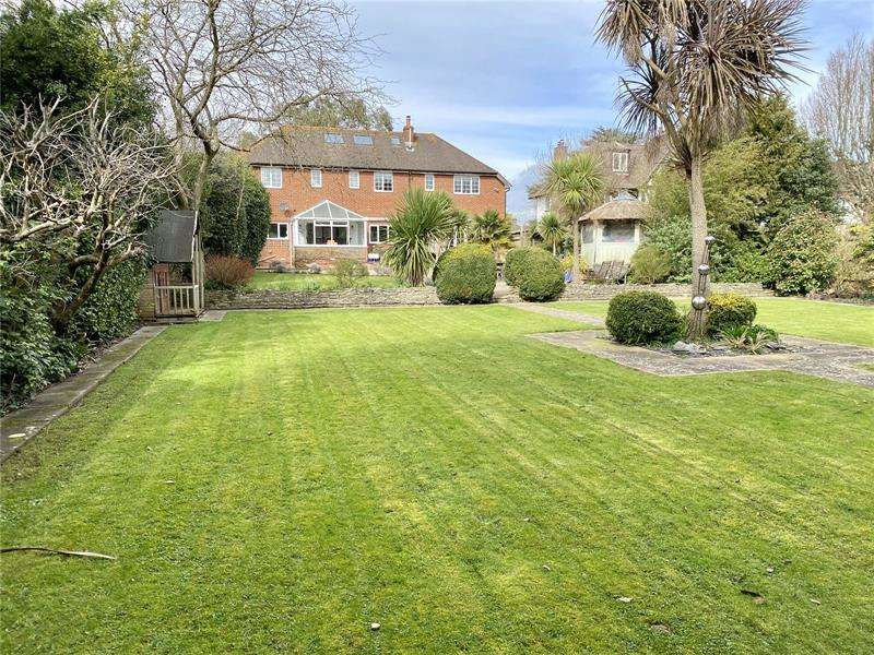 5 Bedrooms Detached House for sale in Milford Road, Lymington, SO41