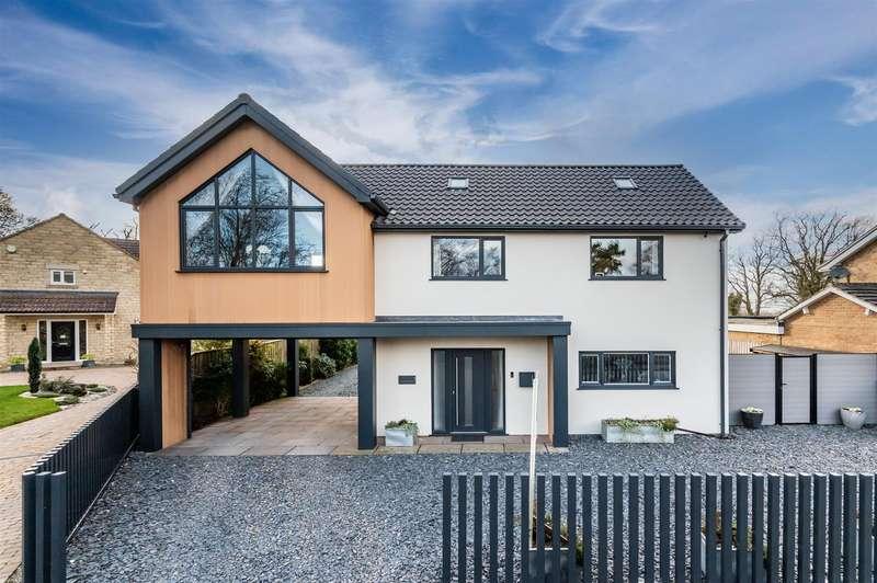 4 Bedrooms Detached House for sale in 1 Castle Howard Drive, Malton, YO17 7BA