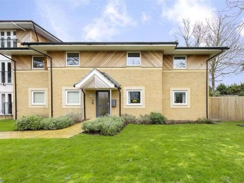 2 Bedrooms Property for sale in Stafford Avenue, Hornchurch