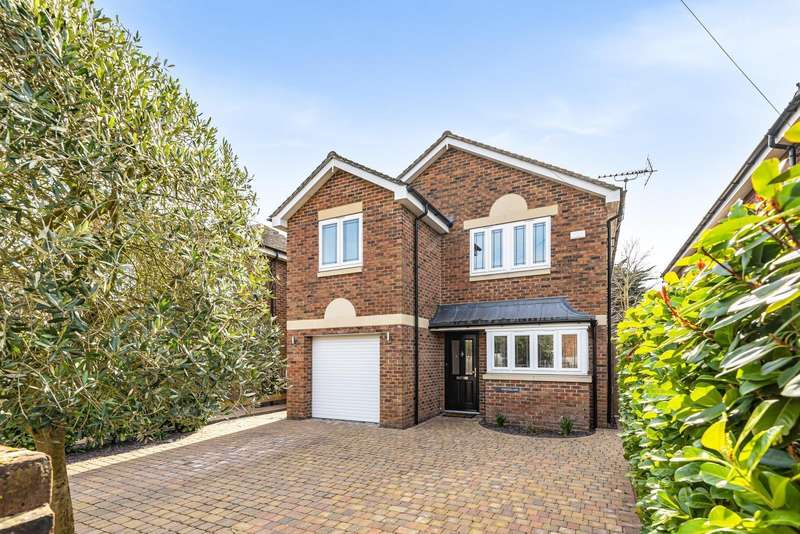 4 Bedrooms Detached House for sale in York Gardens, Walton-On-Thames, KT12