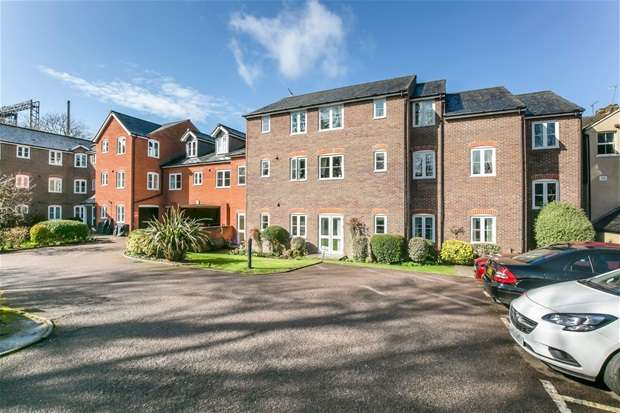 2 Bedrooms Flat for sale in Southdown Road, Harpenden