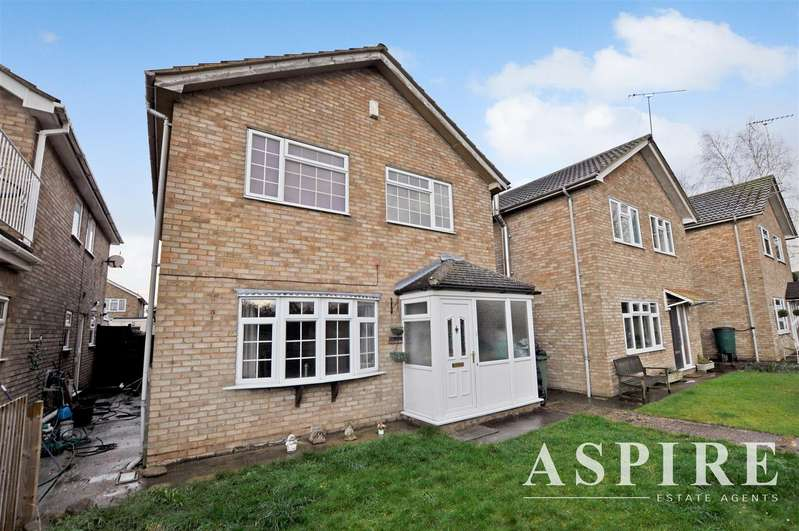4 Bedrooms Detached House for sale in Stromburg Road, Canvey Island