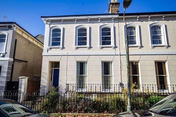 1 Bedroom Apartment Flat for sale in Sydenham Villas Road, Cheltenham, GL52 6DZ
