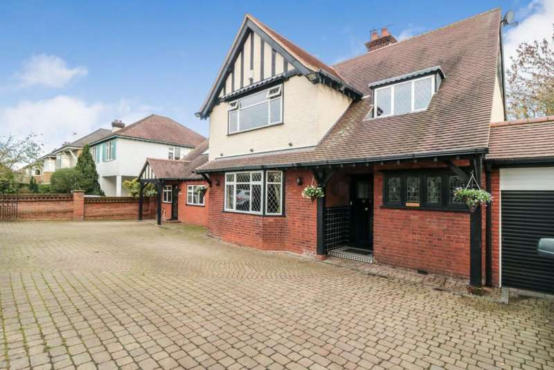 5 Bedrooms Detached House for sale in Albury Walk, Cheshunt, Waltham Cross