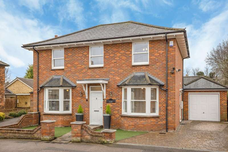 4 Bedrooms Detached House for sale in Major Haddock Close, Royston, SG8