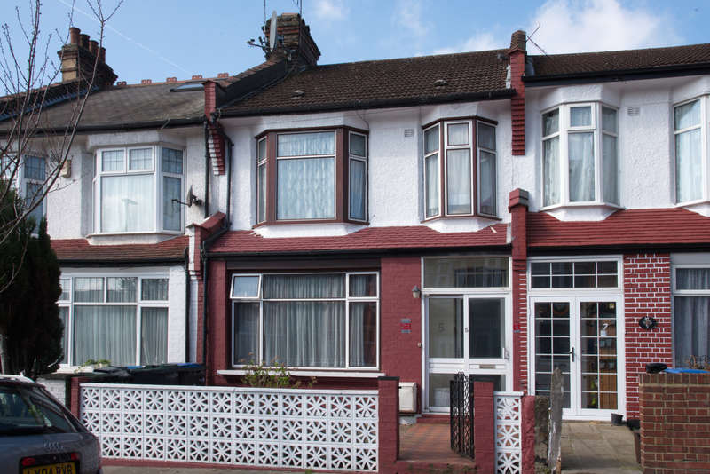 3 Bedrooms Terraced House for sale in Arnold Gardens, Palmers Green, N13