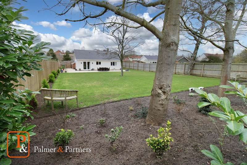 2 Bedrooms Detached Bungalow for sale in Low Road, Friston, Saxmundham, Suffolk