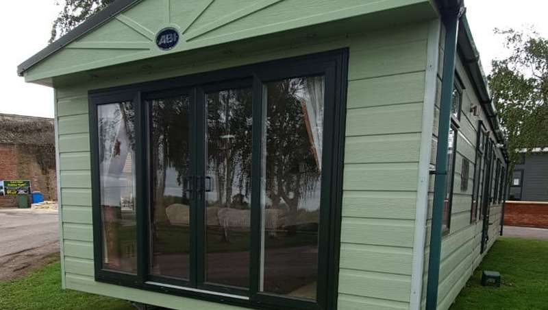 2 Bedrooms Lodge Character Property for sale in Luxury Lodge Holiday Home, Lincoln, Lincolnshire