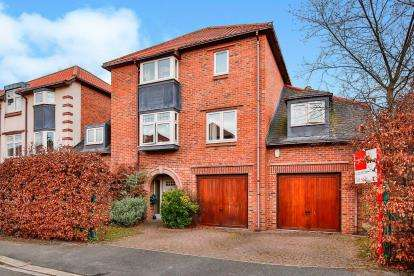 5 Bedrooms Link Detached House for sale in Leconfield, Darlington, Co Durham, .
