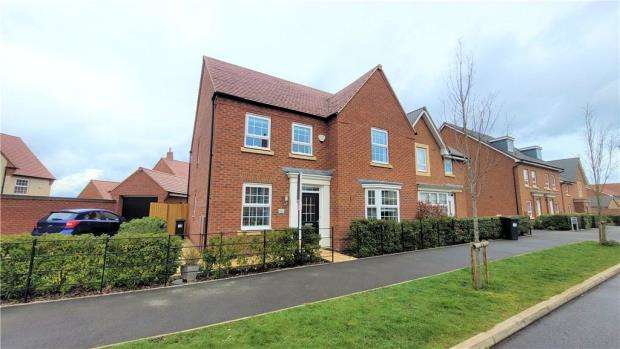 4 Bedrooms Detached House for sale in Nightingale Avenue, Warwick