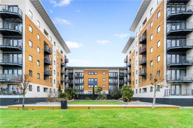 2 Bedrooms Apartment Flat for sale in Fishguard Way, North Woolwich, London