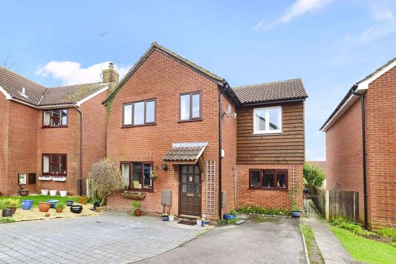 4 Bedrooms Property for sale in Quarry Close, Sturminster Newton, DT10