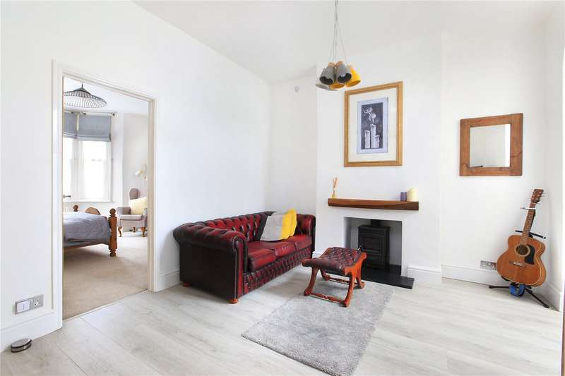 2 Bedrooms Flat for sale in Arlesford Road, Clapham North, London, SW9