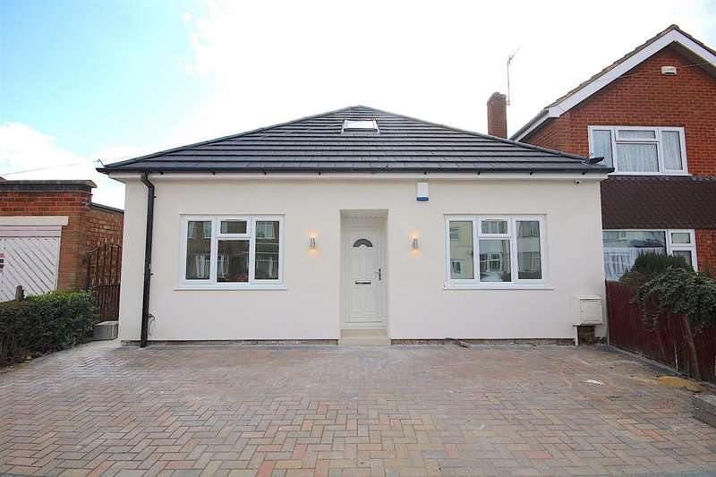 5 Bedrooms Detached Bungalow for sale in St. Ives Road, Leicester