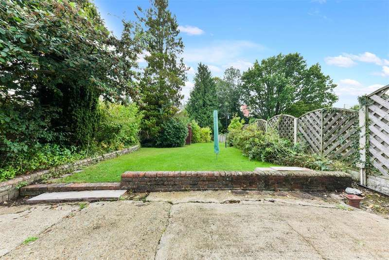 3 Bedrooms House for sale in Hickmans Close, Godstone, RH9 8EB