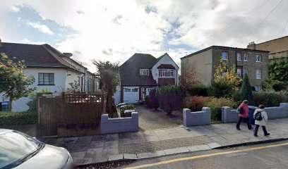 6 Bedrooms Detached House for sale in Friern Park, N12