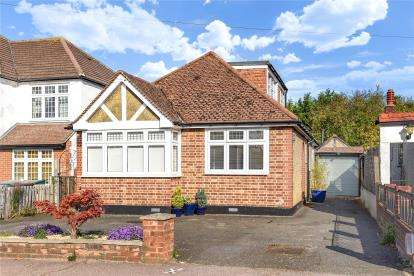 4 Bedrooms Detached House for sale in Gates Green Road, West Wickham