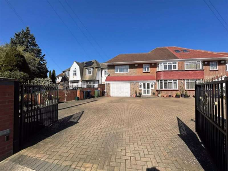 5 Bedrooms Semi Detached House for sale in Craneswater Park, Southall, Middlesex