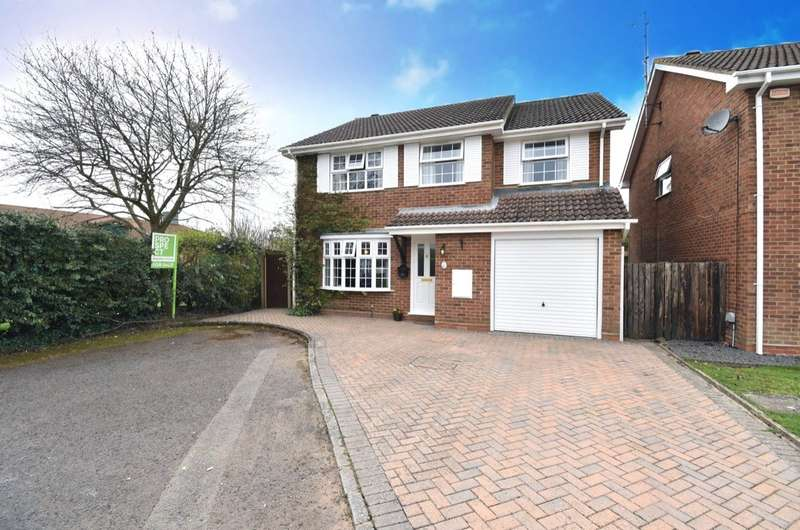 4 Bedrooms Detached House for sale in Coniston Close, Farnborough, Hampshire, GU14