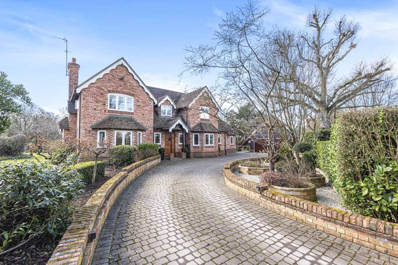 4 Bedrooms Detached House for sale in Monks Alley, Binfield