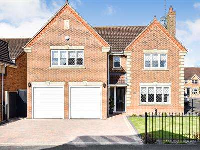 5 Bedrooms Detached House for sale in Victoria Avenue, Rayleigh