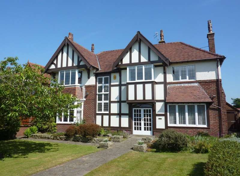 5 Bedrooms Detached House for sale in Westcliffe Road, Birkdale, Southport