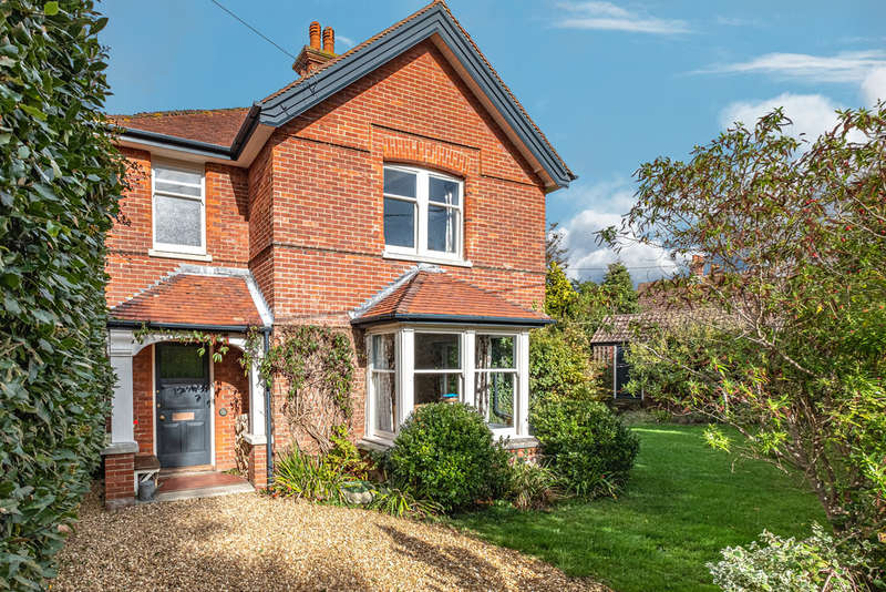 5 Bedrooms Detached House for sale in Totland Bay, Isle of Wight