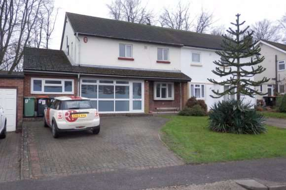 3 Bedrooms Semi Detached House for rent in Spinney Crescent, Dunstable