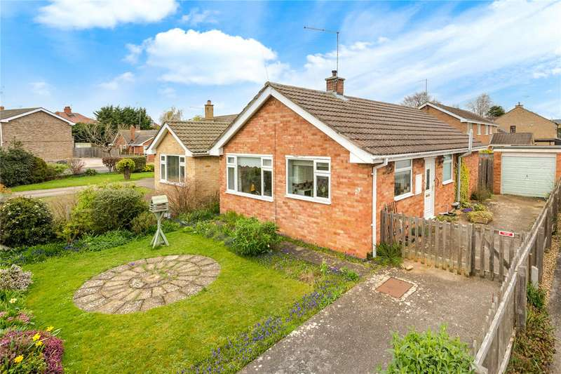2 Bedrooms Detached Bungalow for sale in Churchill Avenue, Bourne, Lincolnshire, PE10