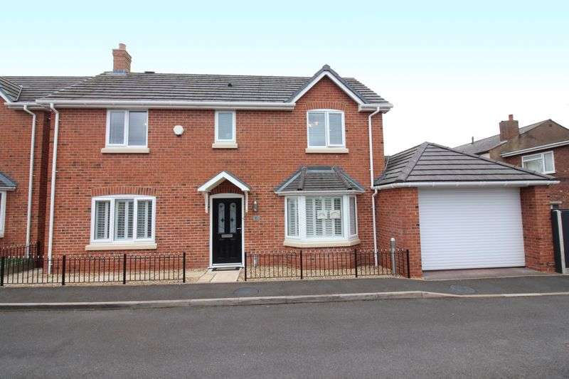 3 Bedrooms Property for sale in KINGSWINFORD, Hazelmere Gardens