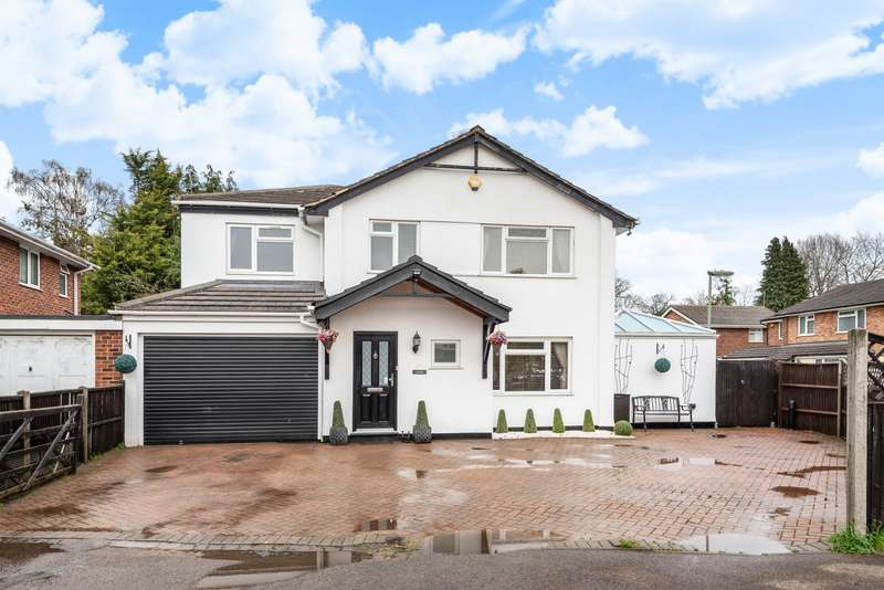 4 Bedrooms Detached House for sale in Basset Close, New Haw, Addlestone, Surrey, KT15