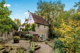 4 Bedrooms Detached House for sale in Chichester Road, Midhurst, West Sussex