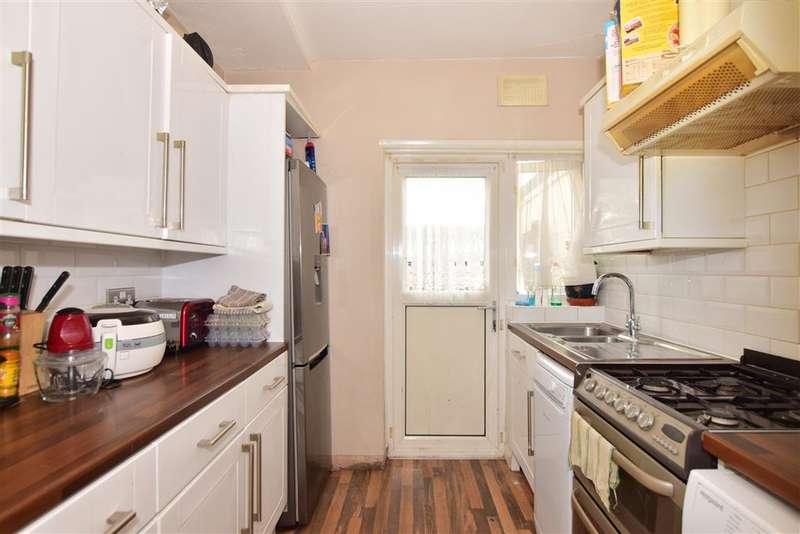 3 Bedrooms Terraced House for sale in Stanley Avenue, , Dagenham, Essex