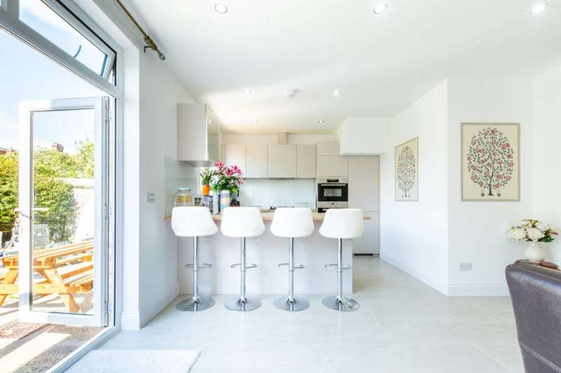 5 Bedrooms Semi Detached House for sale in Cherrywood Lane, Raynes Park, SM4