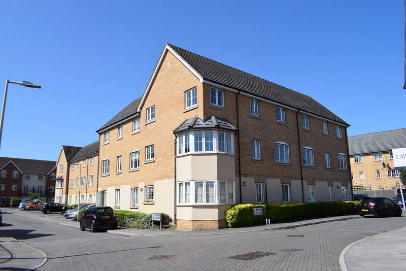 2 Bedrooms Flat for sale in Genas Close, Clayhall
