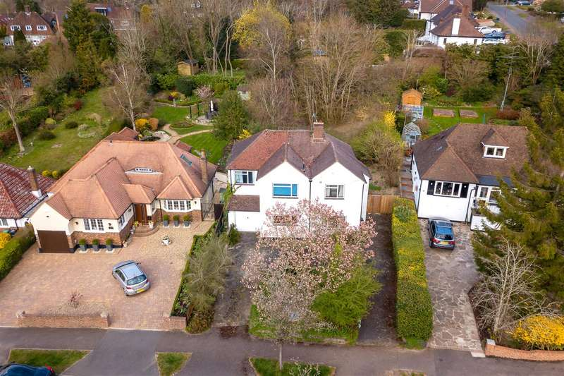 4 Bedrooms Detached House for sale in Hillside, Banstead