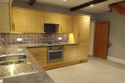 2 Bedrooms House for rent in Bury Road, Rochdale