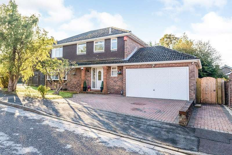 4 Bedrooms Detached House for sale in Royal Way, Waterlooville, Hampshire, PO7