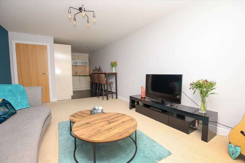 2 Bedrooms Apartment Flat for sale in The Cloisters, Lincoln, Greetwell Gate