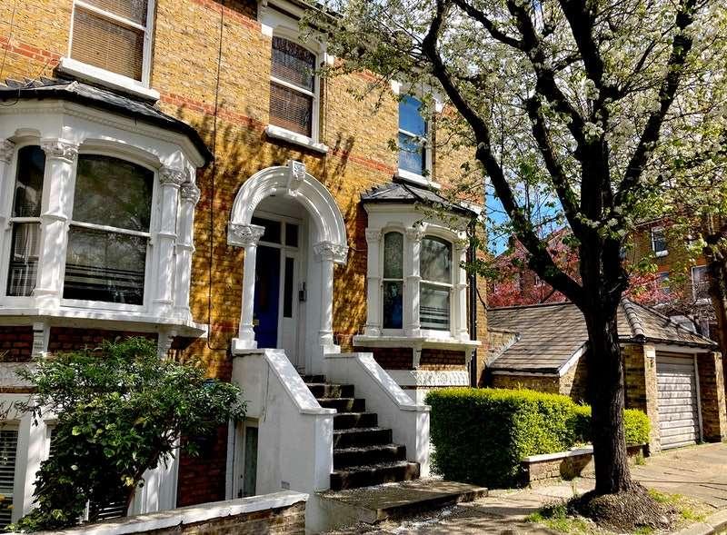 5 Bedrooms Semi Detached House for sale in Hugo Road, London, London, N19