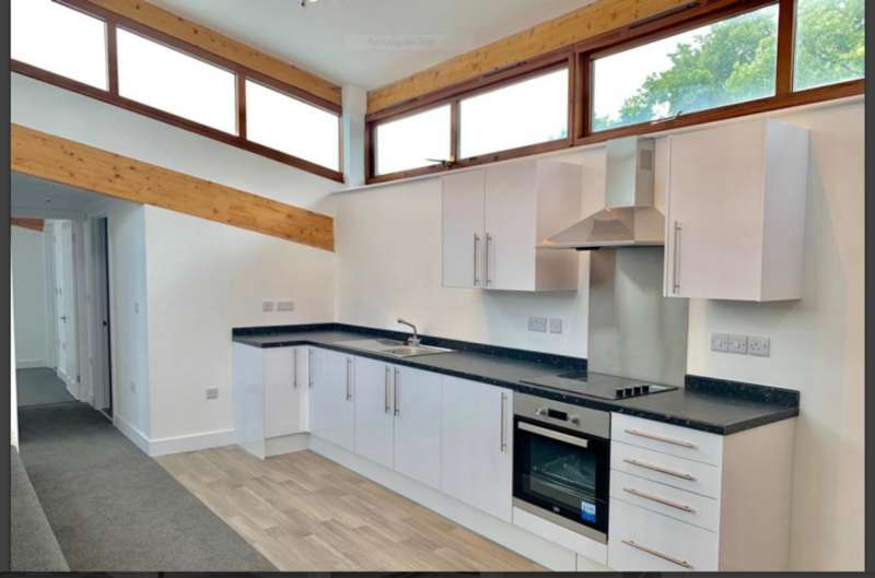 2 Bedrooms Flat for rent in Pelham Road, Nottingham NG5