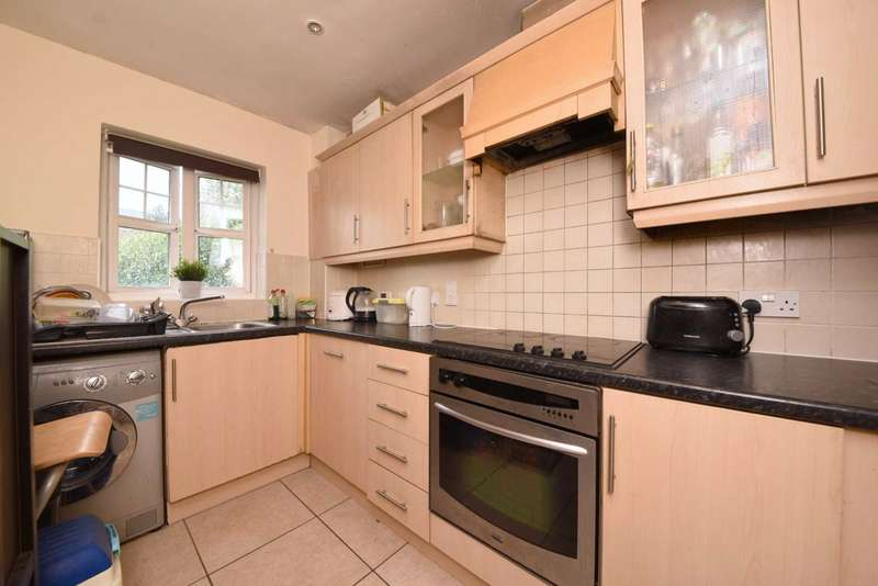 2 Bedrooms Flat for sale in Thornbury Close, Mill Hill, London, NW7