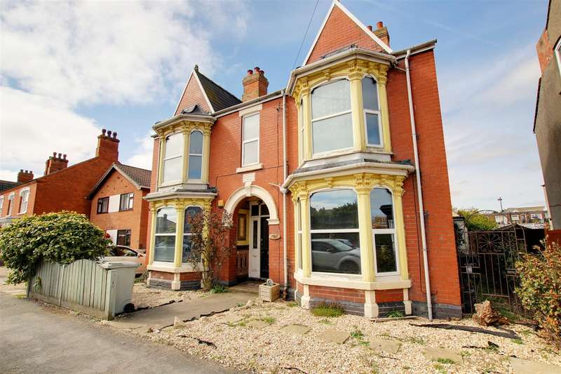 5 Bedrooms Detached House for sale in 20 George Street., Mablethorpe
