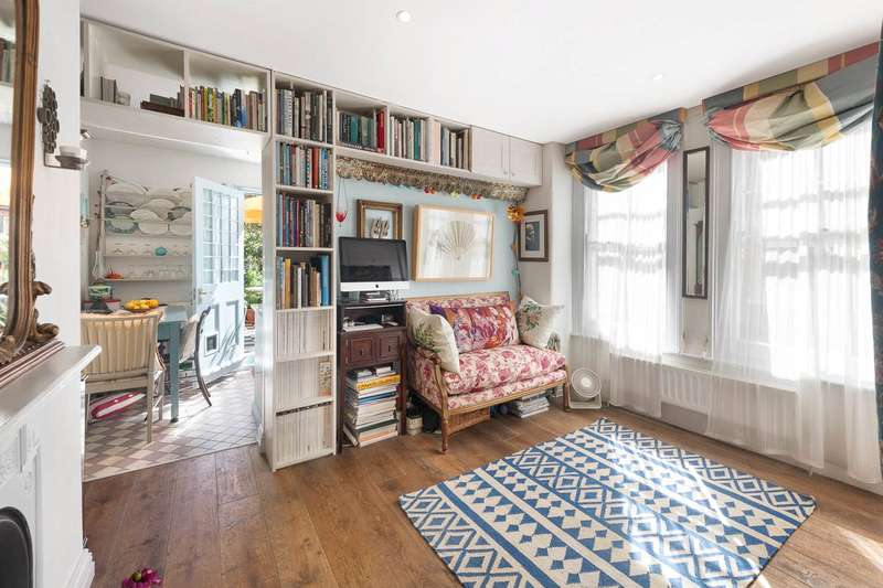 Studio Flat for sale in Albert Bridge Road, London, SW11
