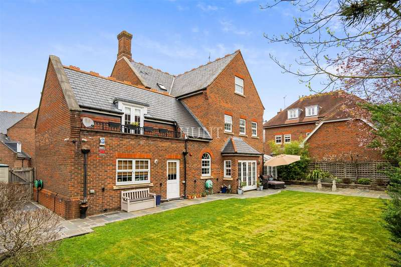 7 Bedrooms Detached House for sale in Regents Drive, Repton Park, Woodford Green IG8