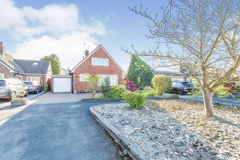 2 Bedrooms Detached House for sale in Hawkshead Avenue, Euxton, Chorley, Lancashire, PR7