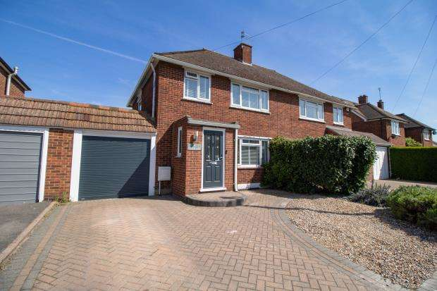 3 Bedrooms Semi Detached House for sale in Tudor Way, Windsor, Berkshire