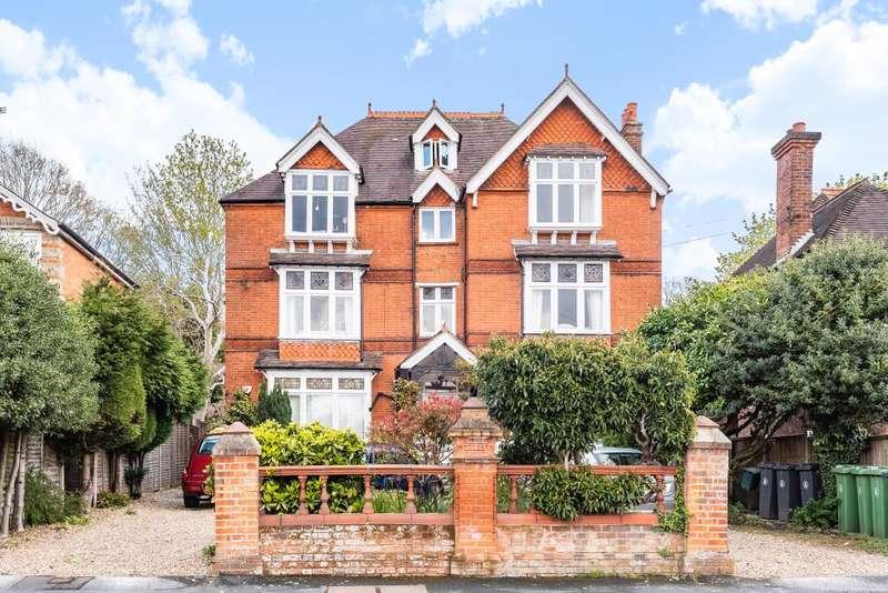 3 Bedrooms Flat for sale in Camberley, Surrey, GU15