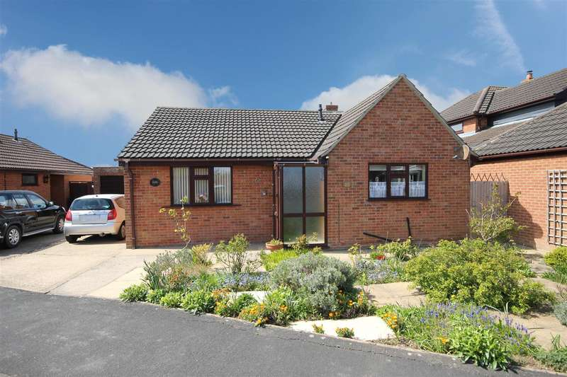 3 Bedrooms Detached Bungalow for sale in Honeysuckle Close, Sutton-On-Sea